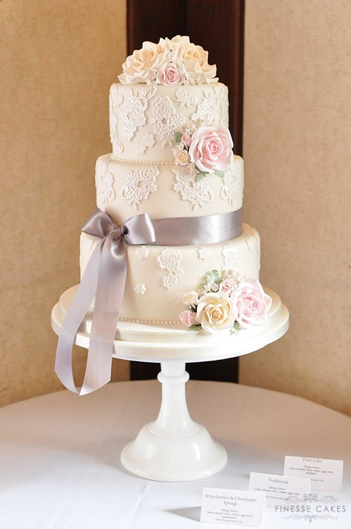 roses lace bow wedding cake rochford hundred golf course